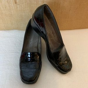 Aerosoles 7M Black Patent Leather Slip On Wedges